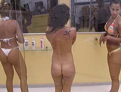 Flagras bbb17 gostosas tomando banho vazou nud - 04