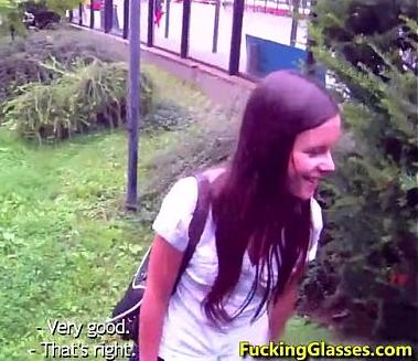 Novinha pagando boquete e fudendo depois da aula