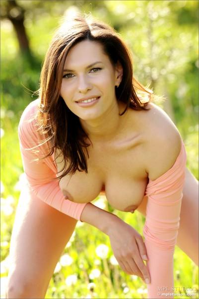 As 12 melhores fotos da novinha Suzanna pelada mostrando buceta (2)