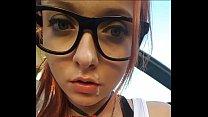 Novinha estudante de óculos pagando boquete e fodendo