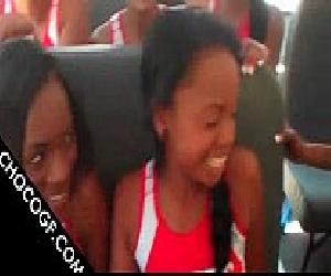 Novinhas estudantes caiu na net transando dentro do ônibus escolar