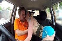 Uber comendo novinha gostosa rabuda dentro do carro