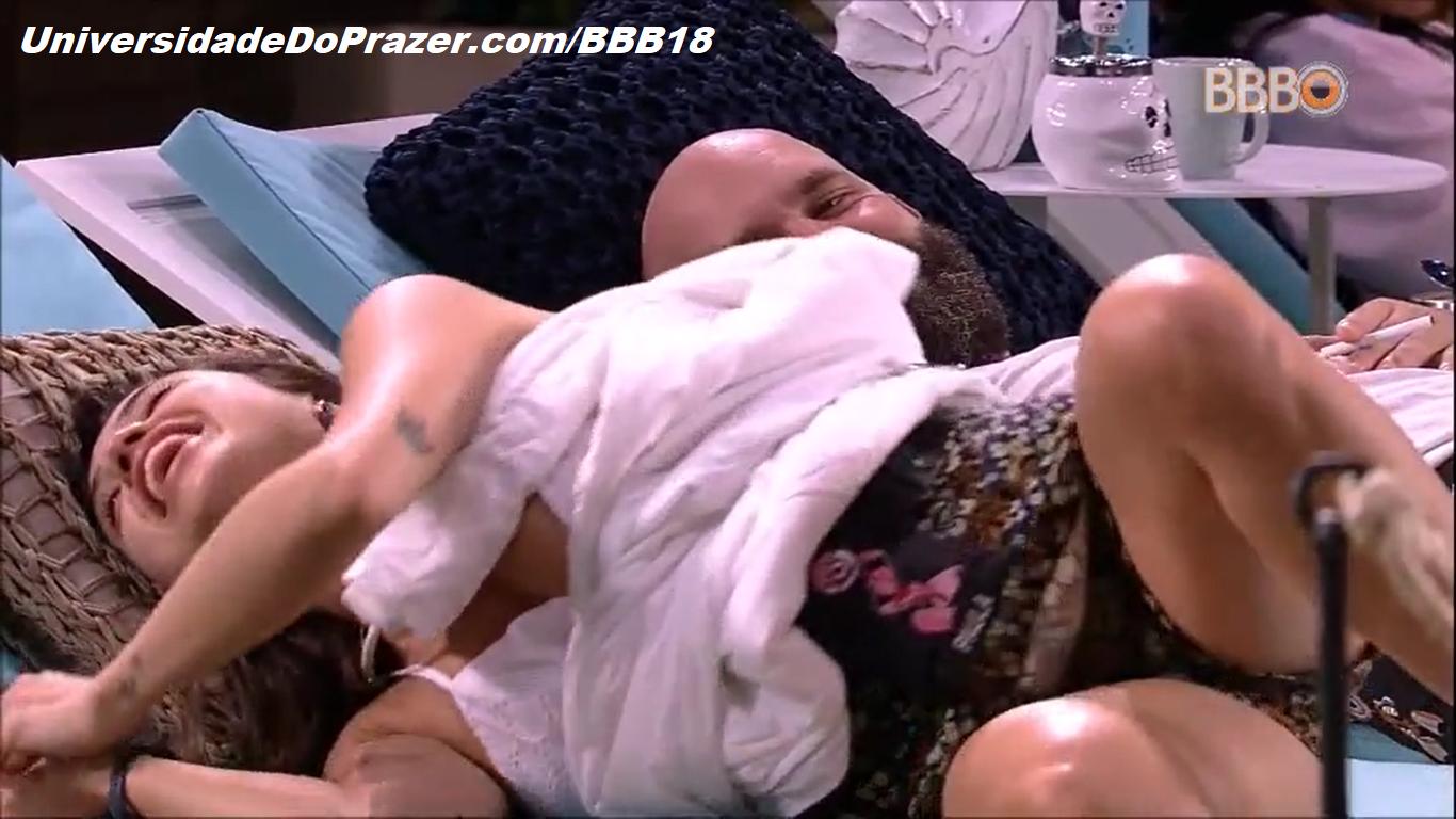 Paula Pelada no BBB Pagando peitinho - Universidade Do Prazer BBB18