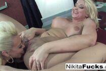 Putaria lesbica feita na hora da massagem por loiras peitudas